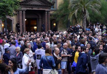 Les Catalans sont présents en nombre devant les bureaux de vote à Barcelone