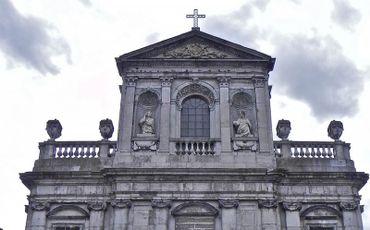 Si nous chantons tous que Charlemagne a inventé l'école, nous ignorons tous que sa trisaïeule, Begge, est à l'origine de la ville d'Andenne.