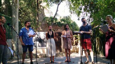 Répétition de Dream Job(s) dans les jardins des Doms à Avignon, avec de gauche à droite, Jérôme Nayer, Thierry Hellin, Léone François, Héloïse Meire, Renaud Van Camp et Valérie Bauchau