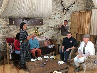 Les Ambassadeurs découvrent le carnyx, un instrument de musique celtique