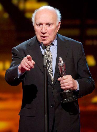 Michel Piccoli recevant un prix à Berlin, en 2011