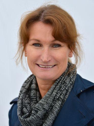 Viveca Sten i Kungsträdgården i Stockholm den 22 maj 2013 i samband med kampanjen Book of Hope för Barncancerfonden.