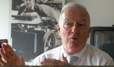 Paul Brunet du Conseil pour la Protection des Malades s'est toujours opposé aux caméras dans les maisons de repos. Il estime qu'elles sont un « sparadrap », une solution à court-terme.