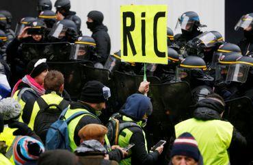 Les gilets jaunes en France veulent un référendum d'initiative populaire: c'est quoi?