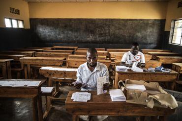 Pendant plusieurs jours les équipes officielles ont préparé cette élection, comme ici dans une école de Kigali.