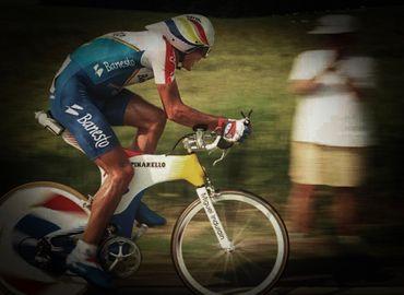 En 1993, Miguel Indurain écrase la concurrence lors du contre-la-montre du Lac de Madine.
