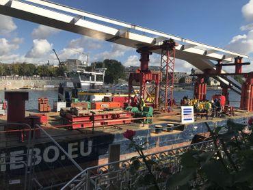 L'arc principal pèse 250 tonnes