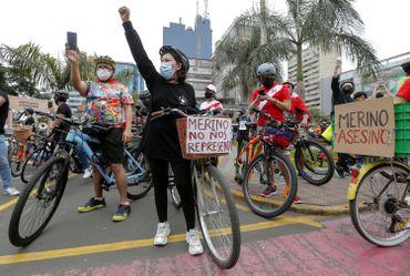 Le président péruvien par intérim Manuel Merino annonce sa démission