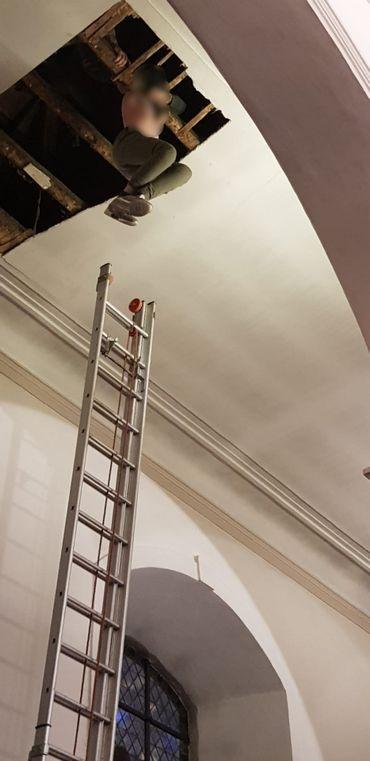 Wavre: un enfant de 12 ans passe à travers le plafond d'une église