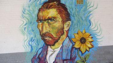 La fresque Van Gogh réalisée sur le mur de l'école de Wasmes.