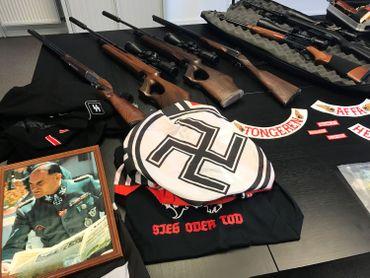 De nombreuses armes ont été saisies mardi soir