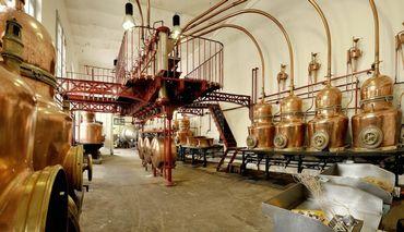 La distillerie Combier où est produite l'eau-de-vie de poire