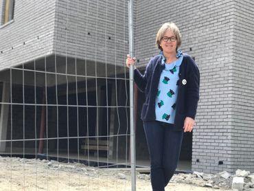 Evelyne Kaesmacher-Lenaers, commerçante et investisseur immobilier devant le chantier de son immeuble