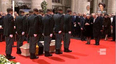 Albert 2 et Paola s'inclinant devant le cercueil de la reine Fabiola