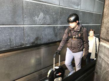 La monoroue se manipule aussi facilement qu'une valise à roulettes,même si elle pèse une douzainede kilos.