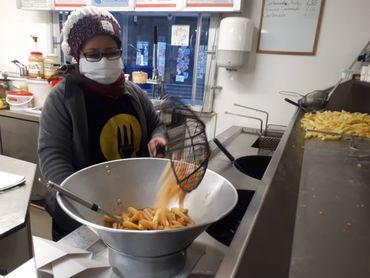 In Zoila Rosa Palma We trust, vendeuse de frites et de réconfort
