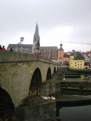 Depuis le Vieux Pont, une vue de la ville de Ratisbonne, ville médiévale superbement conservée et entièrement classée au patrimoine de l'Unesco.