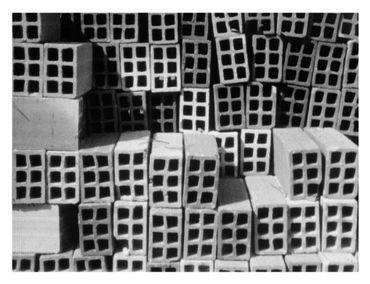 Charles-Édouard Jeanneret dit Le Corbusier (1887-1965) Matériaux de construction sur la plage, pris à l'aide de sa caméra 16mm, Le Piquey, Bassin d'Arcachon, France, 1936