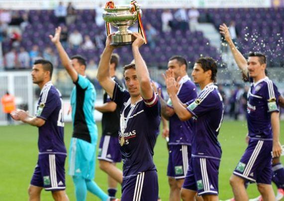 Le titre reviendra-t-il à Anderlecht, vainqueur du championnat ou à Lokeren tenant du titre de la Coupe de Belgique ?