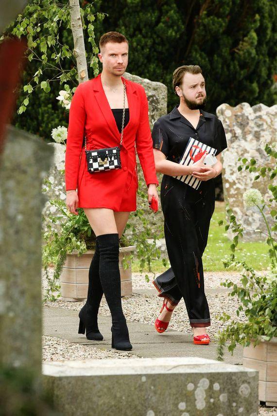 En bonus  les invités n\u0027ont pas été épargnés\u2026 N\u0027est,ce pas Sophie Turner  et Maisie Williams ?