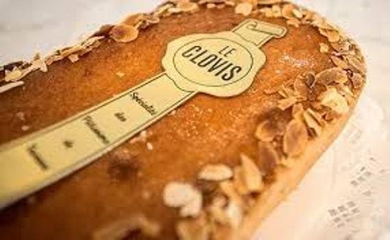 Le gâteau Clovis (créé par l'association des Pâtissiers de Tournai pour le 1500e anniversaire de l'accession au trône de Clovis)
