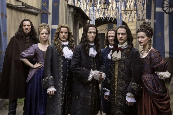 """""""Versailles"""" : à quoi ressemblent les acteurs """"en vrai"""" ?"""