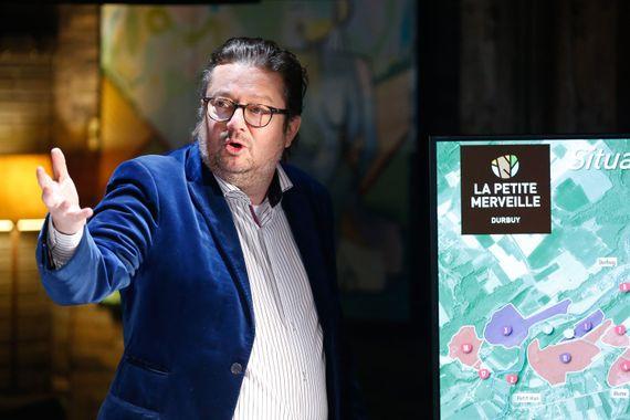 L'homme d'affaires flamand Marc Coucke présente l'avancée de son projet touristique à Durbuy.
