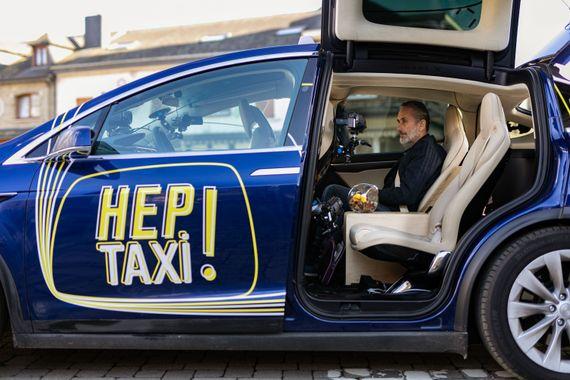 Angelo Bison dans Hep Taxi !