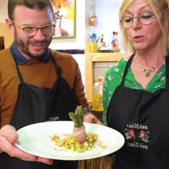 Dans la cuisine de la Vieille Forge, notre ChefJean-Philippe Watteyne  se lance dans une recette printanière : « Asperges vertes au jambon d'Ardenne  »