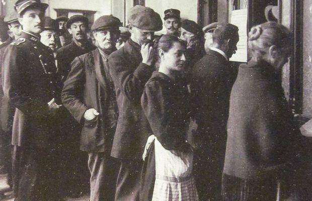 Distribution de bons de rationnement à Liège; bureau de bienfaisance, juillet 1918  - Archives de l'État à Liège ©