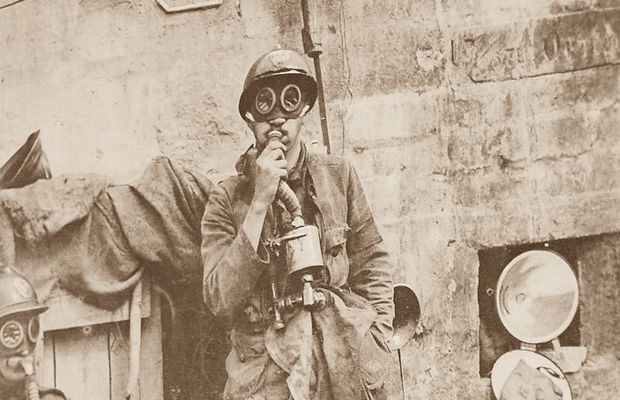 Photograph of soldiers with their gas masks  - Private collection, Mr. Antoine DELVAUX ©