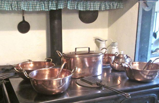Cuisine d'époque conservée au Château de Louvignies  - Château de Louvignies ©