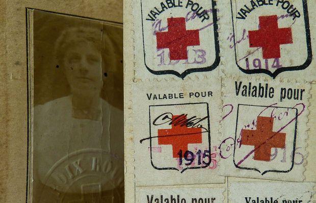 Une carte d'infirmière  - Collection privée, Monsieur Jacques DEBOURCES  ©