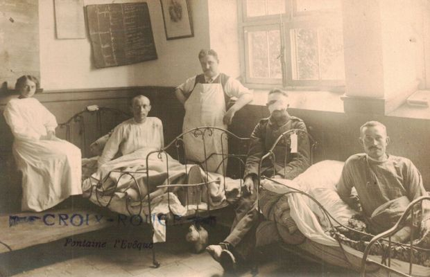 Photograph of the wounded treated by the Red Cross  - Private collection, Mr. Roland POLIART ©