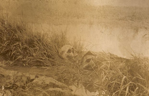 Discovered in an advanced post, this skeleton of a German soldier still wearing his uniform  - Private collection, Mrs. Anne-Marie Falmagne ©