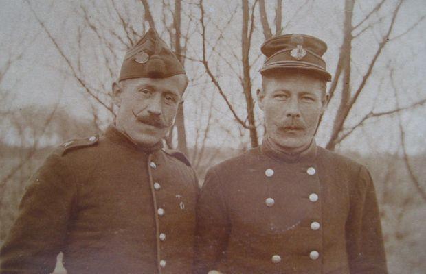 Robert Descamps, militaire de carrière (à gauche sur la photo) restera prisonnier en Allemagne d'octobre 1918 à février 1919  - Collection Privée Danielle de Brabanter ©