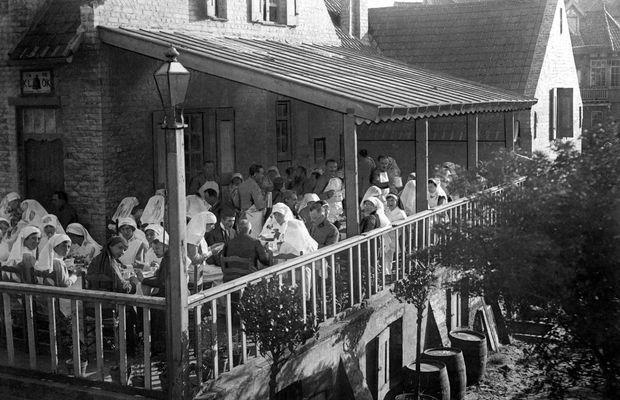 Les infirmières à l'Hôpital de L'Océan    - Collection Cegesoma – Bruxelles, photo n°92268 ©