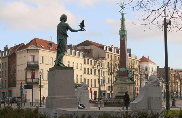 Bruxelles : monument au pigeon-soldat  - Picasa ©