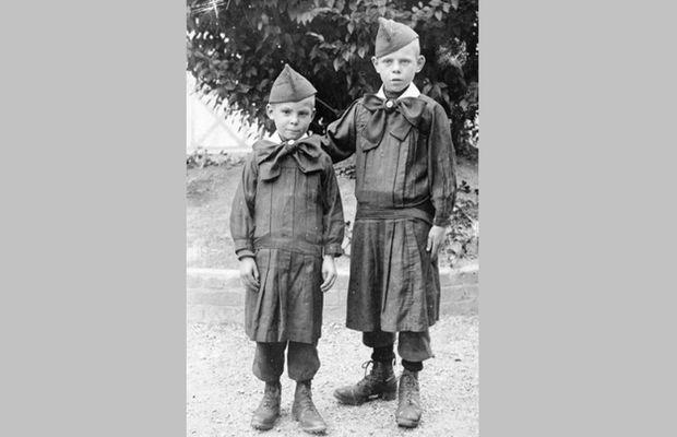 Michel et Maurits Debruyne lors de leur séjour en colonie scolaire en France  - Collection Privée Ignace Debruyne ( http://www.ignacedebruyne.eu ) - Tous droits réservés ©