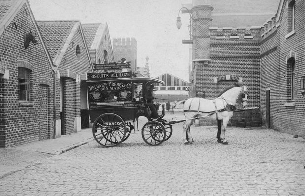 Transportation of foods Delhaize used carriages of this type in order to deliver foods starting in 1900  - Delhaize Group archives ©
