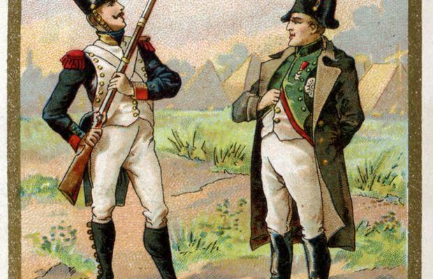 « Quand même vous seriez le p'tit Caporal, on n'passe pas ! » Cette illustration du mythe de Napoléon et de la sentinelle orne une publicité de la firme Senez-Sturbelle, une chocolatrie/confiserie de Schaerbeek.  Pour plus de « réalisme », la scène est datée : elle aurait prétendument eu lieu en 1805. Ce que contredit le décor à l'arrière-plan, puisque l'expédition d'Egypte a eu lieu en 1798…  - Collection privée, Nicolas Mignon. ©