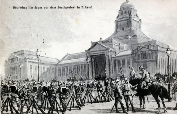 Carte postale, les Allemands devant le Palais de Justice à Bruxelles  - Collection privée, Nicolas Mignon ©