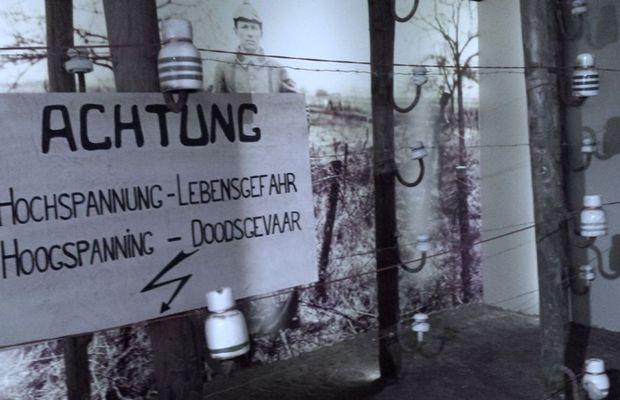 'Reconstitution' du rideau de fer, séparant les Pays-Bas de la Belgique  - Liège expo  ©