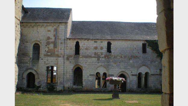 L'ancienne salle capitulaire de l'abbaye remonte à la fin du XIIe siècle…