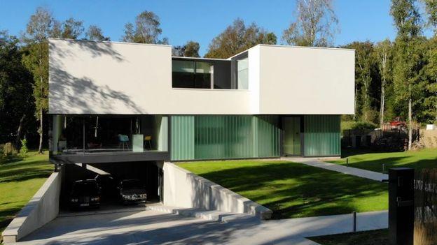 Nouvelle maison contemporaine au milieu de la forêt en région montoise