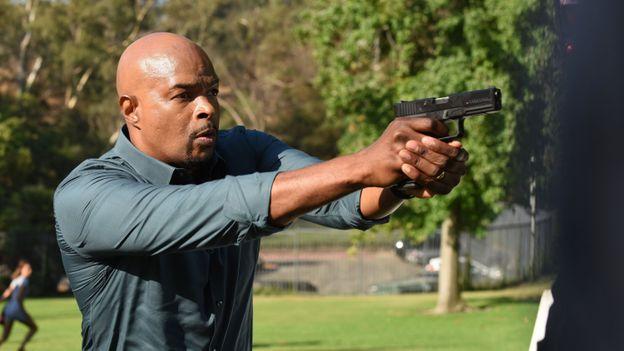 """L'autre vie de Damon Wayans alias Murthaug dans """"L'arme fatale"""" !"""