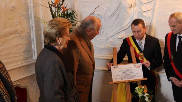 Découverte de la plaque d'inauguration pour les 75 ans de l'école hôtelière
