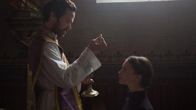 """La confession"" : Après Belmondo, Romain Duris enfile la Soutane"