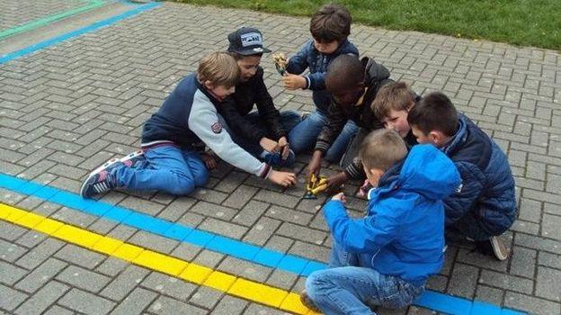 Les zones de couleur dans la cour de récré permettent de délimiter les espaces de jeux, et que chaque élève puisse faire l'activité qu'il souhaite de façon sereine  - L'Avenir ©