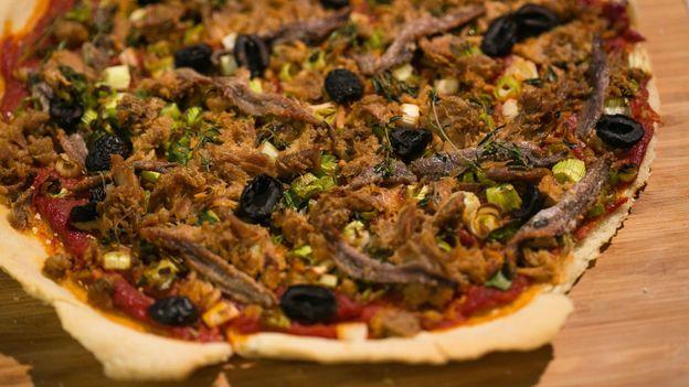 Pizza aux anchois et au thon